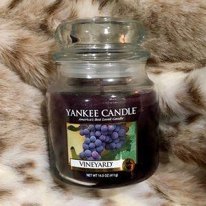 YANKEE CANDLE Vineyard 🍇 Medium